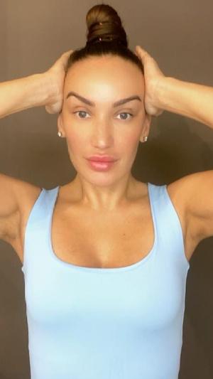 Фото №5 - Красивые скулы при помощи массажа: секретная техника косметологов