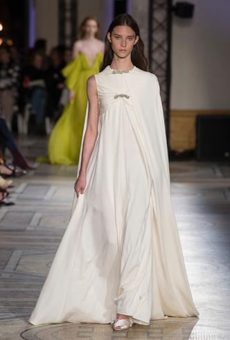 Фото №30 - 35 идей свадебных платьев с подиумов Недели высокой моды в Париже