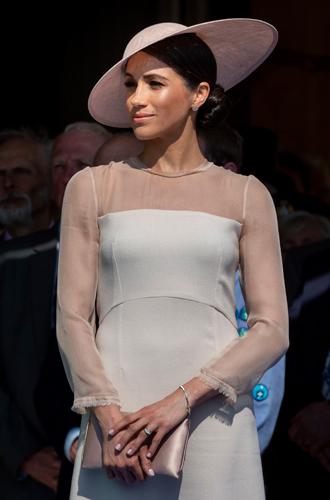 Фото №3 - Герцогиня Меган тратит на наряды больше герцогини Кейт