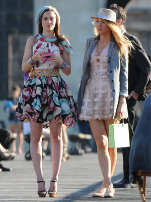 Фото №9 - Gossip girl fashion: 10 лучших образов Блэр и Серены из «Сплетницы»