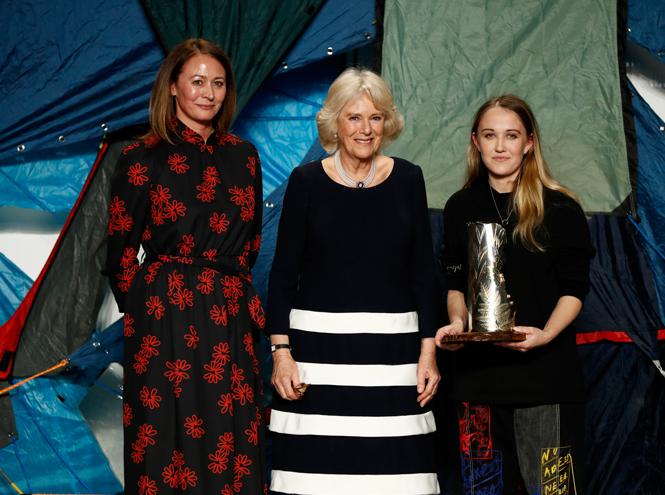 Фото №3 - Герцогиня Камилла стала гостьей Недели моды в Лондоне (и повторила успех Королевы)