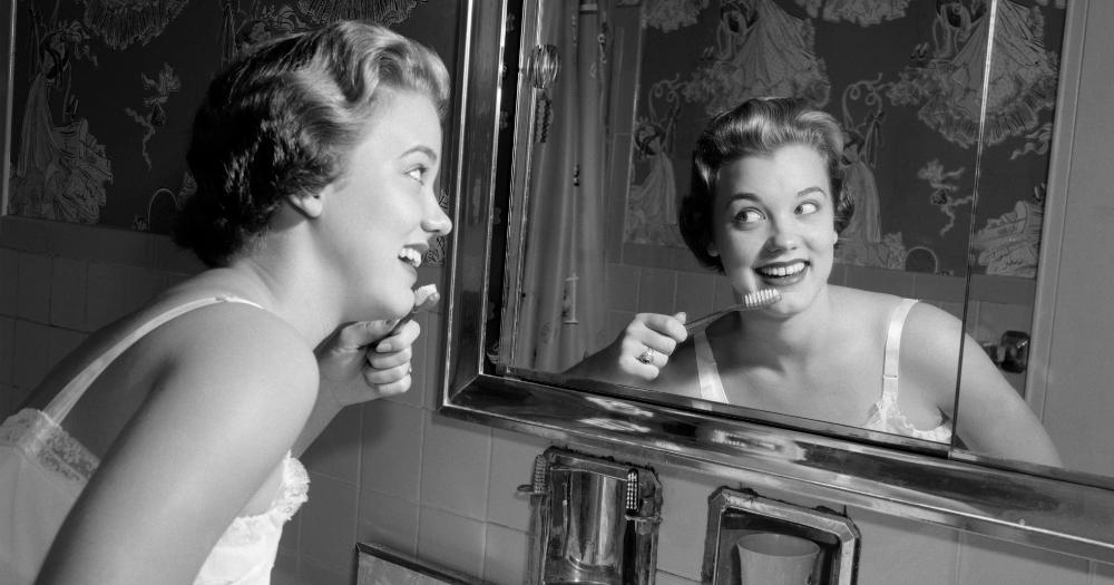 Надо ли полоскать рот после чистки зубов