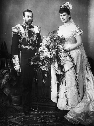 Фото №7 - По стопам Виктории: самая красивая традиция королевских невест прошлого