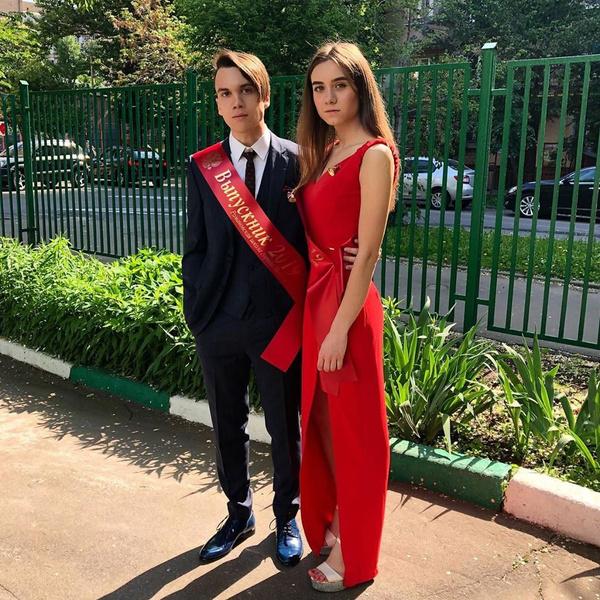 Чувства Николая Батурина к красавице вспыхнули еще на выпускном