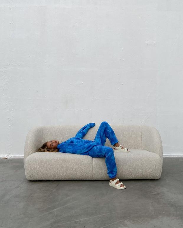 Фото №4 - Уютный спортивный костюм сложного цвета— лучшая покупка на осень: образ инфлюенсера Ханны Шонберг