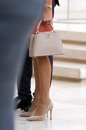 Фото №15 - Как Брижит Макрон сняла табу на мини-юбки и стала новой иконой стиля Франции