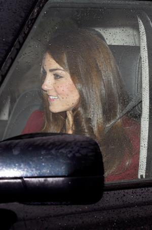 Фото №18 - 6 знаковых нарядов герцогини Кембриджской, которые она носит уже 6 лет