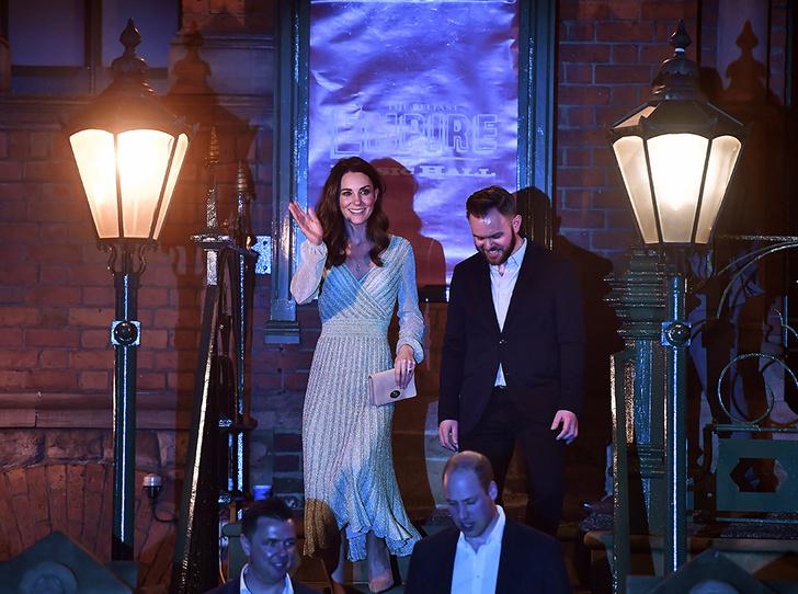 Фото №3 - Герцогиня-бармен: Кэтрин Кембриджская в необычном амплуа на концерте в Белфасте