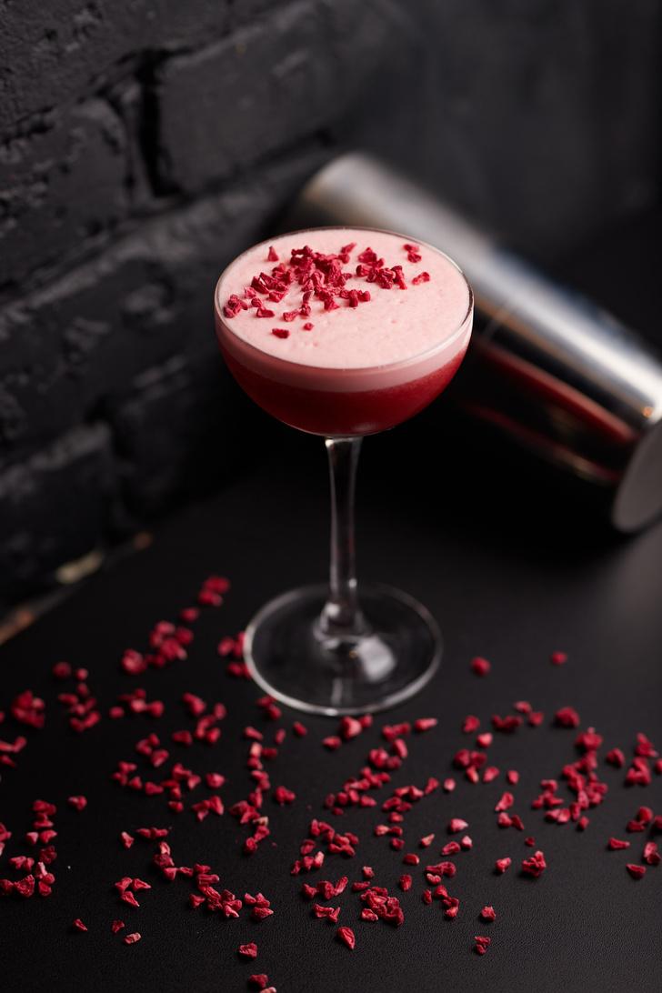 Фото №1 - 6 романтичных коктейлей ко Дню святого Валентина
