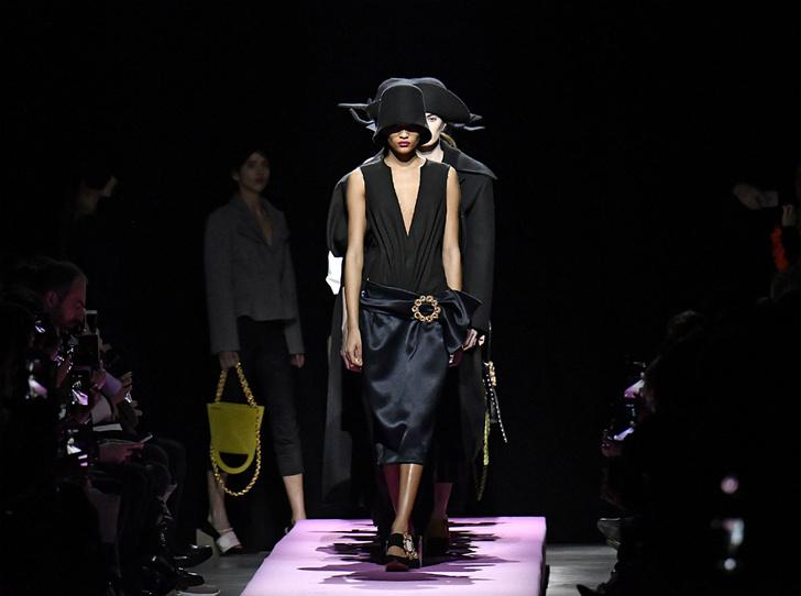 Фото №1 - Fashion director notes: мечтательный показ Jacquemus в Париже FW 2017/18