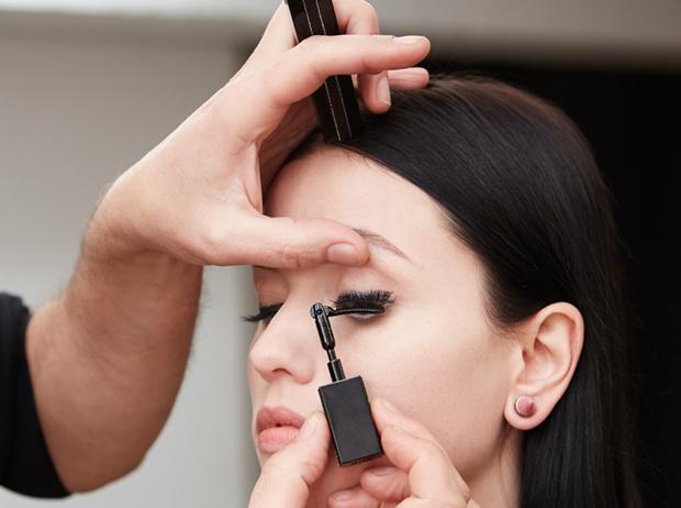 Фото №6 - Как правильно накрасить ресницы: how to от визажистов Givenchy