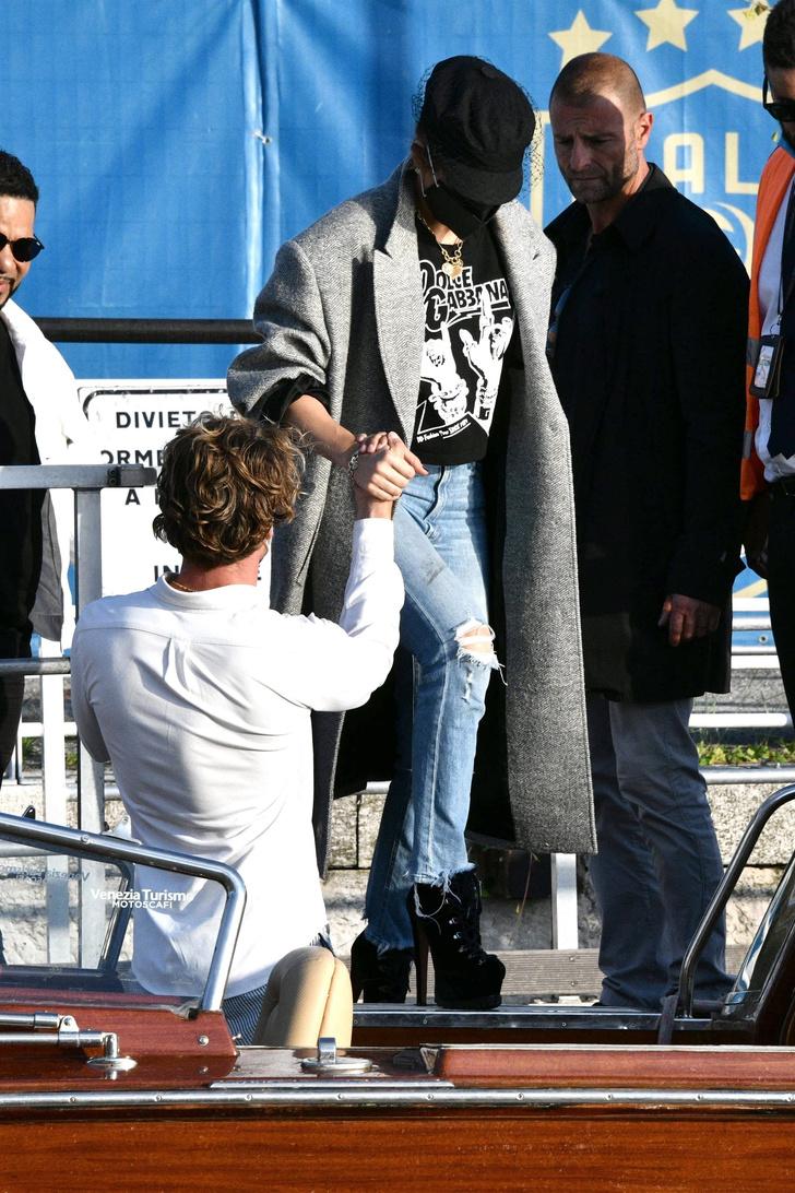 Фото №2 - Обувь на платформе как у Леди Гаги, на которой сложно устоять. Чудеса эквилибристики от Дженнифер Лопес