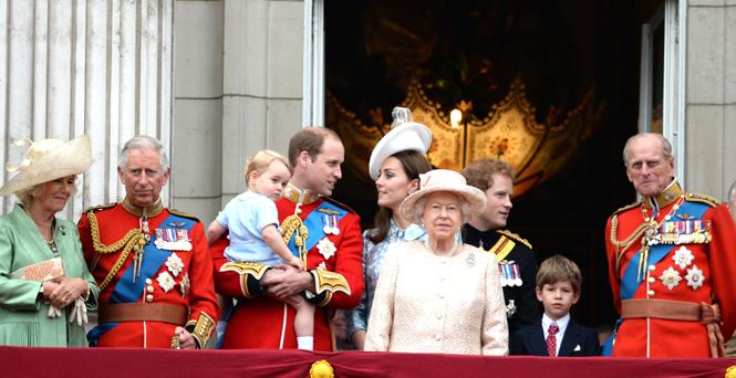 Фото №2 - Почему Меган Маркл стояла на балконе рядом с Королевой (а Кейт – никогда)