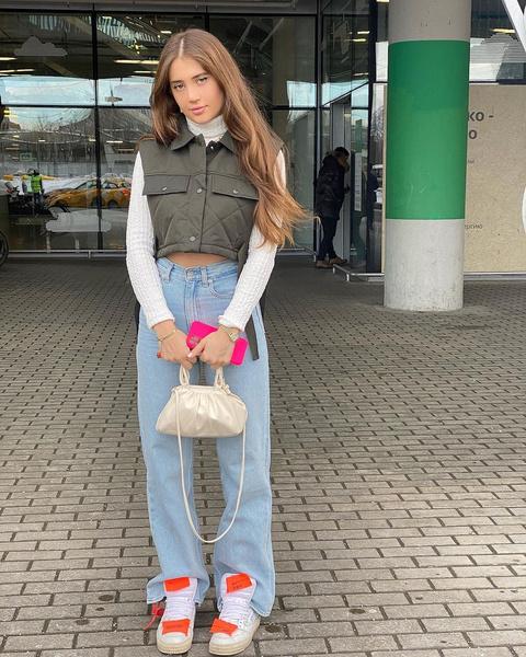 Фото №2 - Какую сумку купить весной 2021: выбор Вали Карнавал, Даши Джакели и Дины Саевой