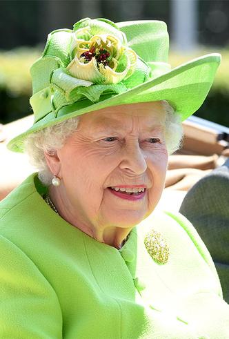 Фото №12 - Делайте ставки, господа: шляпки Королевы на Royal Ascot