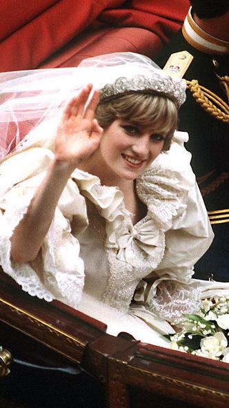 Фото №9 - Подражая Диане: наряды Кристен Стюарт в роли принцессы Уэльской