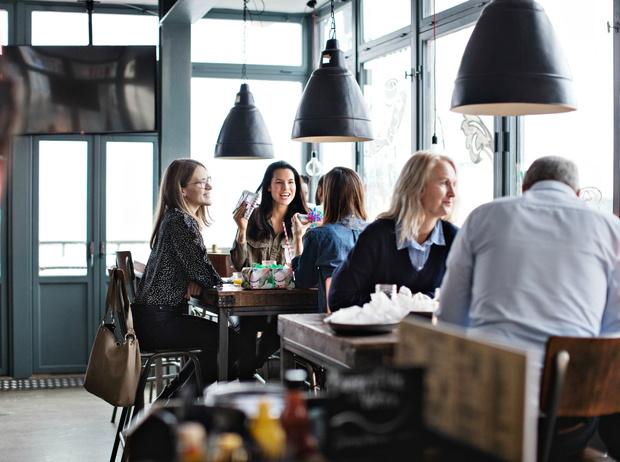 Фото №9 - Уловки в ресторанном меню, из-за которых вы переплачиваете и переедаете (и как на них не попасться)