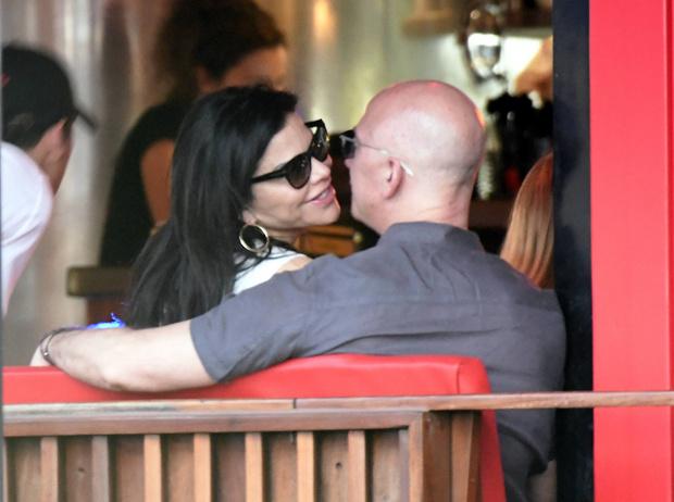 Фото №2 - Самый богатый человек мира впервые вышел в свет вместе с новой возлюбленной