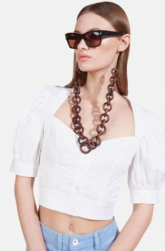 Фото №3 - Стильный прием: 10 цепочек, которые сделают ваши очки еще моднее