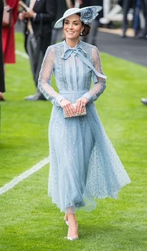 Фото №12 - Десять лет во дворце: как Кейт Миддлтон навсегда изменила королевский стиль