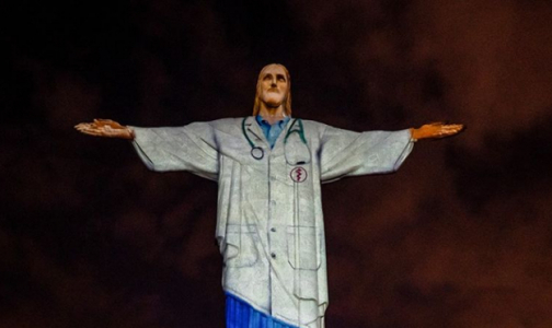 Фото №1 - Статую Христа-Искупителя в Рио-де-Жанейро «одели» в медицинскую форму