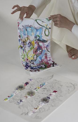 Фото №2 - Новое искусство: как выглядят часы Swatch из коллаборации с Эллен Шейдлин