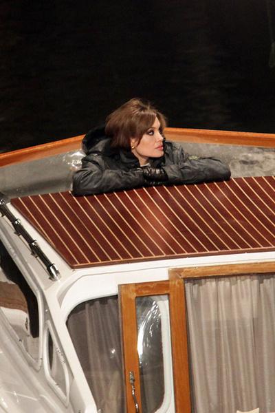 """Фото №3 - Анджелина Джоли о драме """"несломленный"""" и желании стать президентом"""