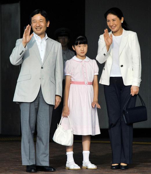 Фото №1 - Неврозы, анорексия, нелюбовь: как живет принцесса Айко, японская «царевна Несмеяна»
