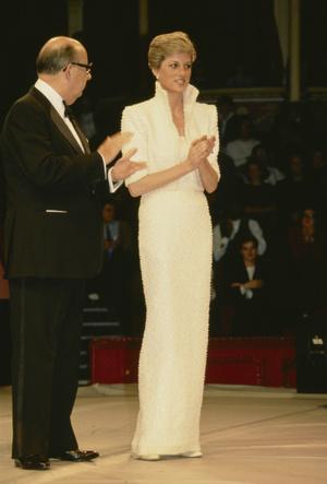 Фото №2 - Триумф или провал: история знаменитого жемчужного платья принцессы Дианы