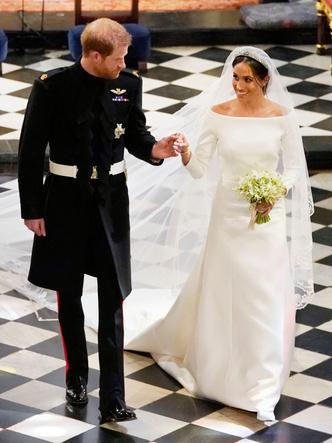Фото №28 - Платья-близнецы: 15 слишком похожих свадебных нарядов королевских особ