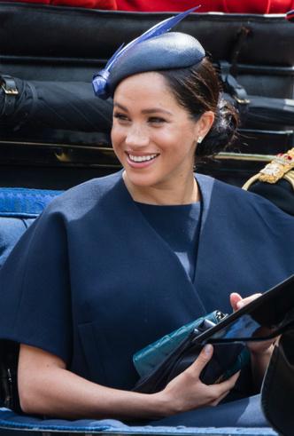 Фото №6 - Герцогиня Меган впервые появилась на публике после родов