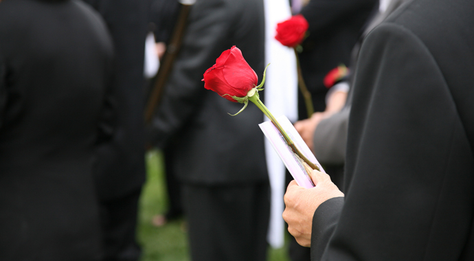 Идти ли на похороны?