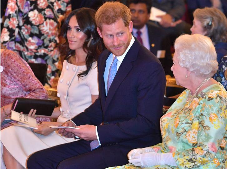 Фото №3 - Теперь в расчете: чем Королева «ответила» на выход биографии Сассекских