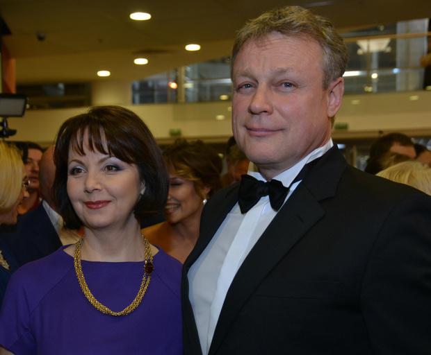 Фото №1 - Жигунов официально развелся с женой ради девушки-копии Заворотнюк