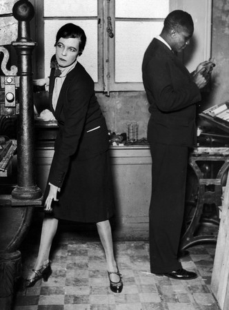Фото №3 - Гипнотическая Нэнси Кунард: как одевалась самая модная активистка XX века