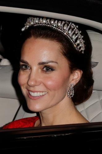 Фото №6 - Почему герцогиня Кейт носит королевские украшения чаще, чем Меган