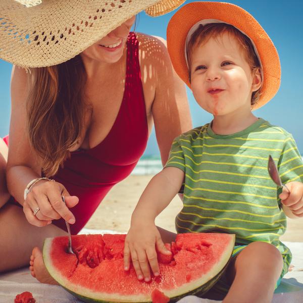 Фото №7 - Собираемся на пляж: 10 вещей, которые нужно взять для малыша