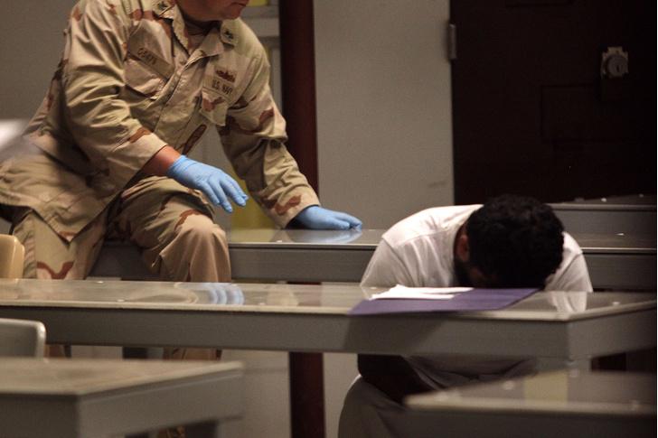 Фото №2 - Пытка хеви-металом и еще три «усиленные техники допроса», используемые ЦРУ