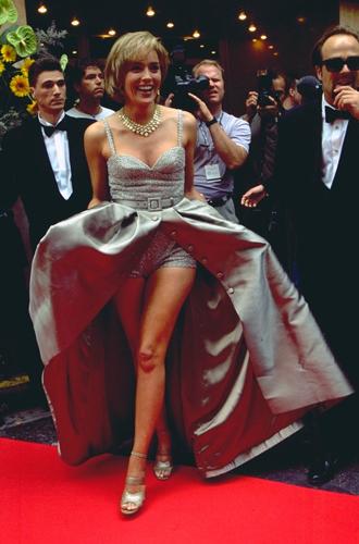 Фото №38 - Войти в историю: 35 культовых платьев Каннского кинофестиваля