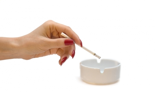 Фото №1 - Женщинам курить опаснее, чем мужчинам