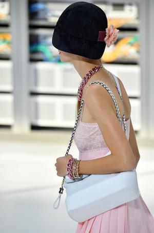 Фото №6 - Хотеть не вредно: новая сумка Chanel's Gabrielle