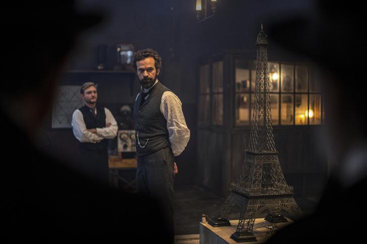Фото №1 - Башня в виде буквы «А»: 5 удивительных фактов о символе Парижа из нового фильма «Эйфель»