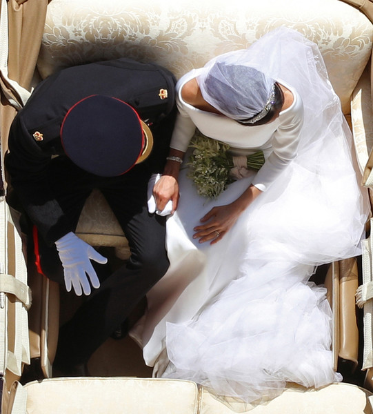 Фото №2 - Как был сделан самый известный свадебный снимок принца Гарри и Меган Маркл