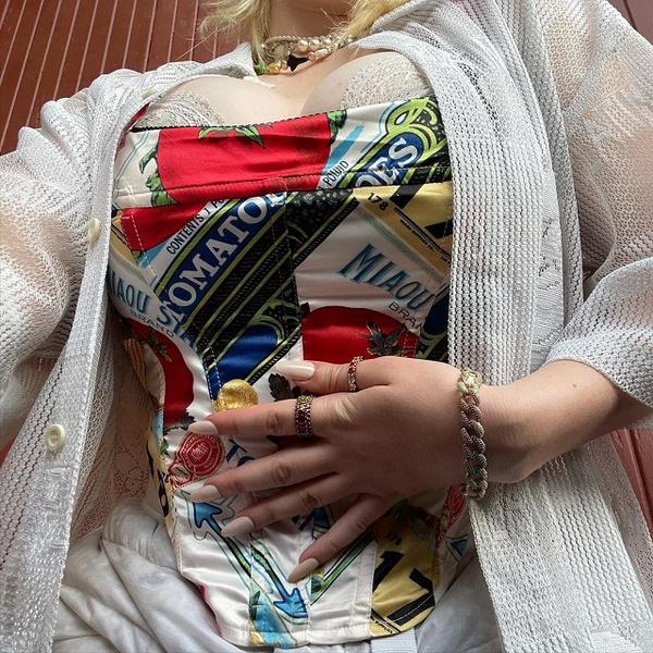 Фото №2 - «Людей пугает большая грудь»: Билли Айлиш потеряла 100 000 подписчиков из-за откровенного фото 😱