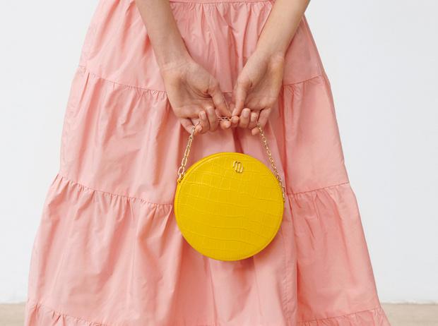Фото №1 - Сезон геометрии: необычные сумки Maje для модных экспериментов