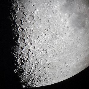 Фото №1 - Китайцы получили первые снимки Луны со спутника
