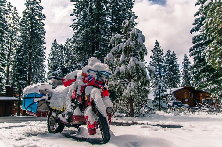 Фото №5 - Гусеницы, саморезы, седло с подогревом: 5 интересных фактов о зимней езде на мотоцикле