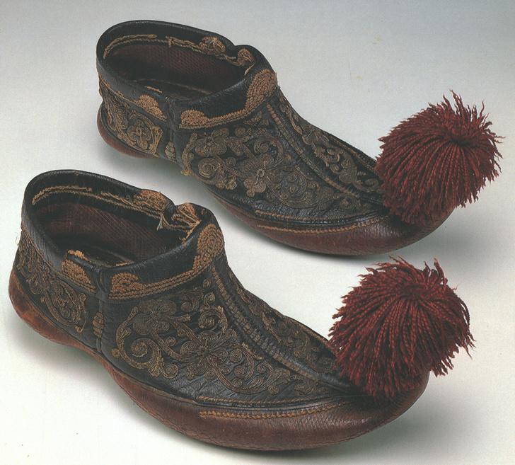 Фото №1 - Снимите это немедленно: 5 самых странных пар обуви со всего мира
