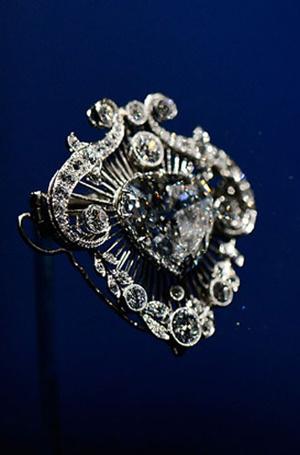 Фото №2 - Близко к сердцу: любимые броши Елизаветы II
