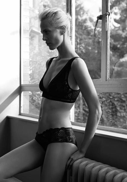 Фото №9 - Неподдельная женственность в новой рекламной кампании Oysho 16/17